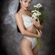 Braut Dessous Fotoshooting Schleier Blumen