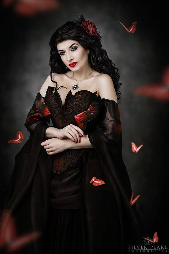 Dark Beauty Korsett Schmetterlinge Fantasy Fotoshooting