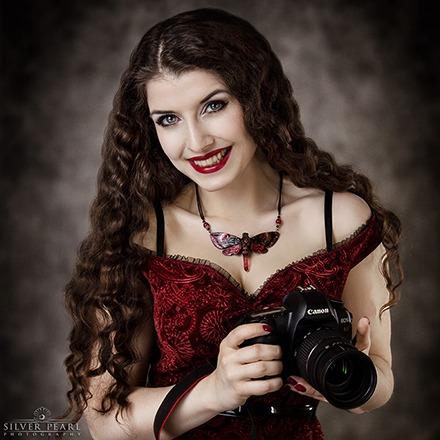 Fotograin mit Canon Kamera Lilif Ilane Kette