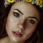 Sommersprossen Portrait Editorial Fotoshooting Blumen
