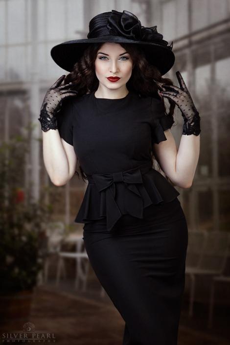 Gothic Vintage Lady mit Hut und Handschuhen